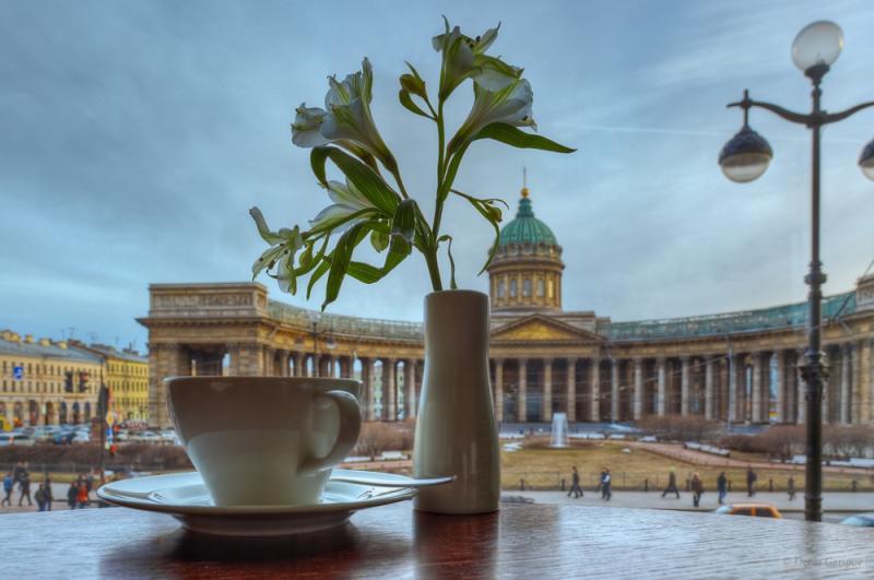 Зингер, кафе с видом на Казанский Собор
